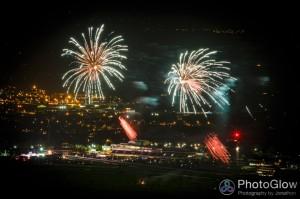 2014-11-08-cleeve-hill-fireworks-0042-web-910x606